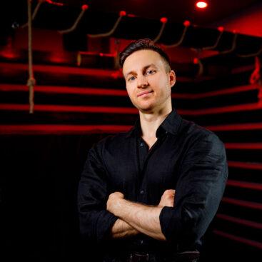 Даниил Тесла, массажист