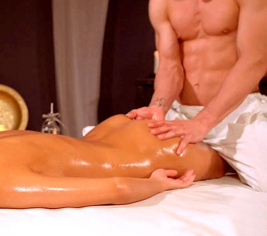 Женщина на эротическом массажер массажер для спины medica